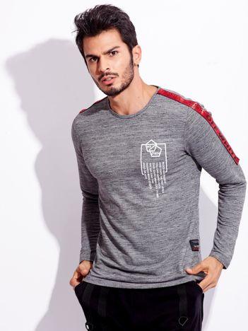 Szara bluzka dla mężczyzny z ozdobnymi taśmami