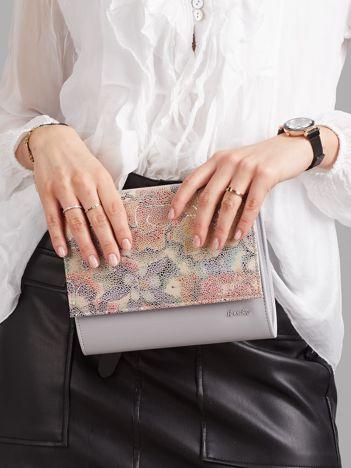Szara kopertówka z kwiatową klapką