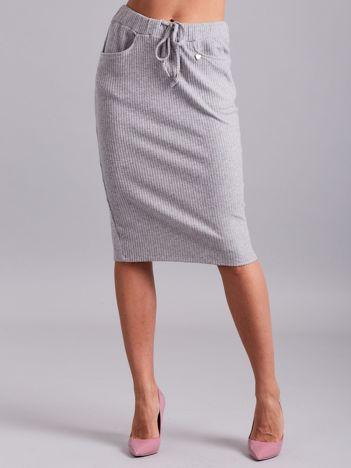 Szara prążkowana spódnica z kieszeniami