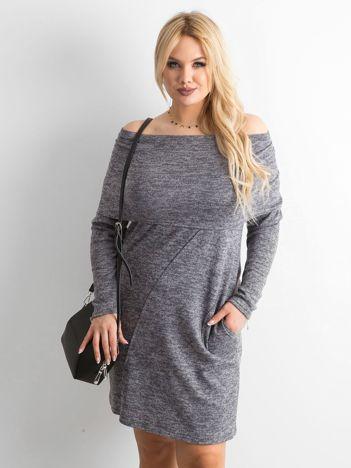 Szara sukienka plus size