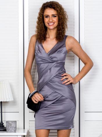 Szara sukienka z kopertowymi falbanami