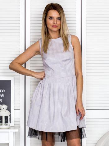 Szara sukienka z tiulowym wykończeniem