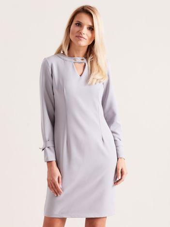 Szara sukienka z wycięciem