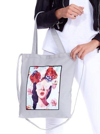 Szara torba eko z kolorową aplikacją i cyrkoniami