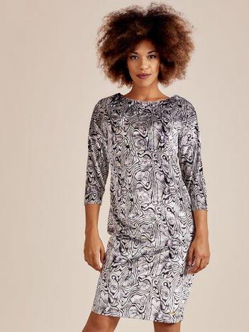 Szara welurowa sukienka w abstrakcyjne wzory