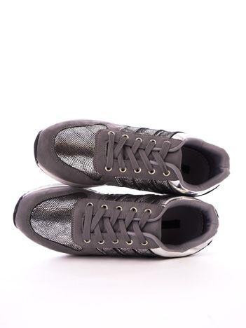 Szare buty sportowe z efektem rybiej łuski