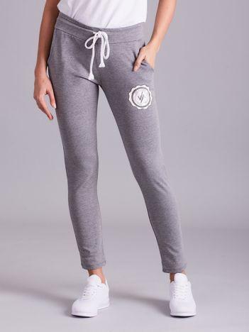 Szare damskie spodnie dresowe z troczkami