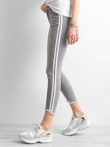Szare jeansy z lampasami