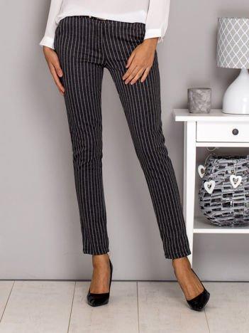 Szare materiałowe spodnie w paski