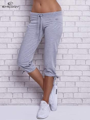 Szare spodnie capri z boczną kieszonką i dżetami