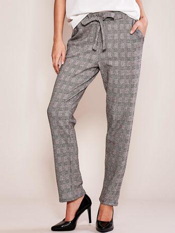 Szare spodnie damskie w kratę