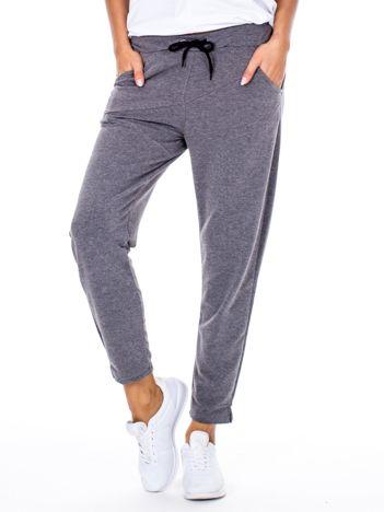 Szare spodnie dresowe z asymetrycznymi przeszyciami