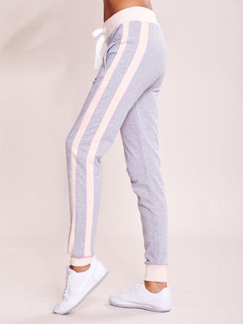 Szare spodnie dresowe z kieszeniami i lampasami
