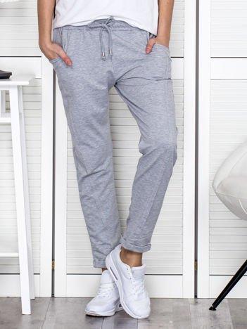 Szare spodnie dresowe z przeszyciami
