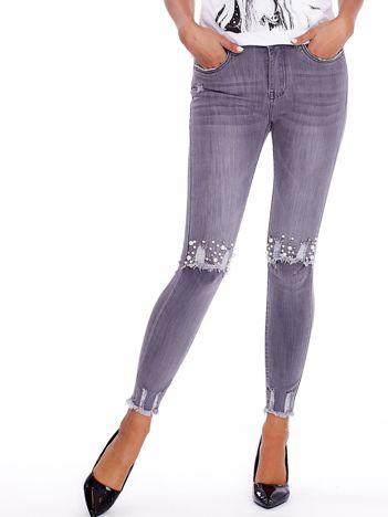 Szare spodnie jeansowe z perełkami i przetarciami