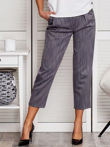 Szare spodnie z marszczeniem