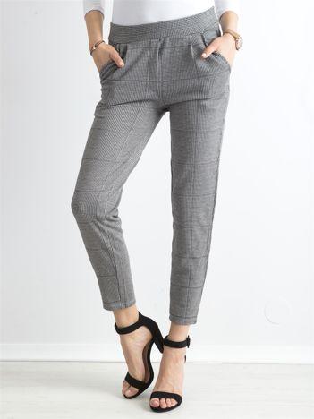 Szare wzorzyste spodnie z kieszeniami