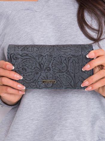 Szary duży portfel we wzory