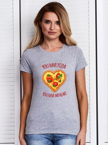 Szary t-shirt z pizzą w kształcie serca