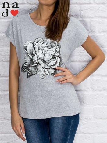 Szary t-shirt z różą
