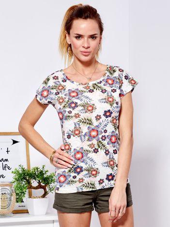 T-shirt beżowy z motywem roślinnym