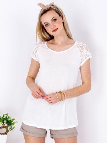 T-shirt biały z koronkowymi rękawami