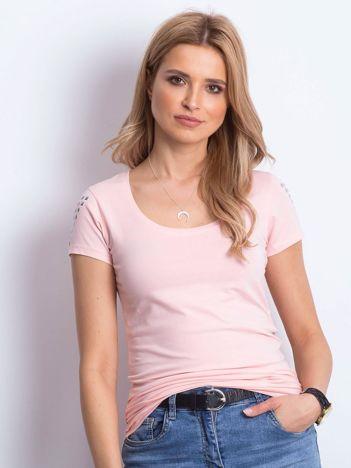 T-shirt brzoskwiniowy z aplikacją na ramionach
