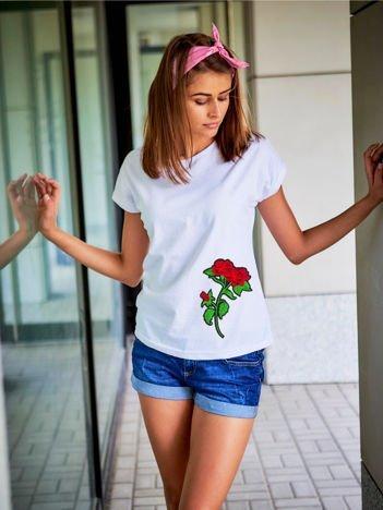 T-shirt damski biały z naszywką RÓŻE