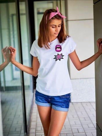 T-shirt damski biały z naszywkami