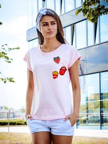 T-shirt damski jasnoróżowy z naszywkAMI FRITES