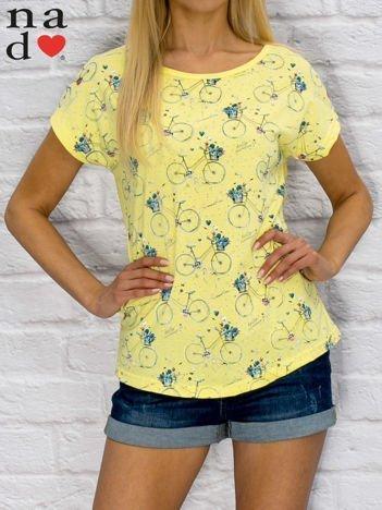 T-shirt damski z nadrukiem rowerów żółty