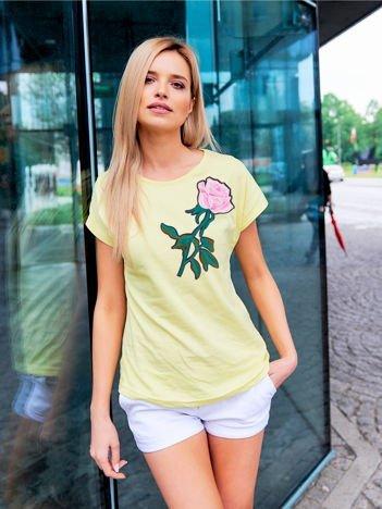 T-shirt damski żółty z naszywką