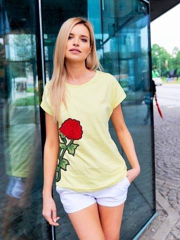 T-shirt damski żółty z naszywką FLOWER
