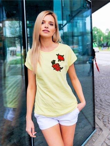 T-shirt damski zółty z naszywkami