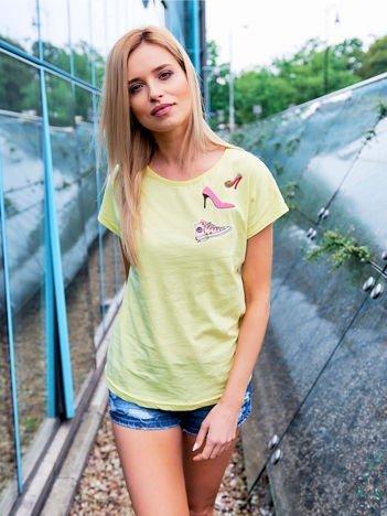 T-shirt damski żółty z naszywkami SHOES