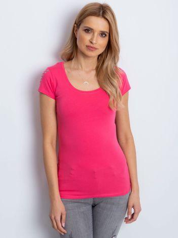 T-shirt koralowy z aplikacją na ramionach