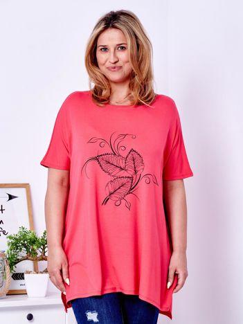 T-shirt koralowy z motywem roślinnym PLUS SIZE