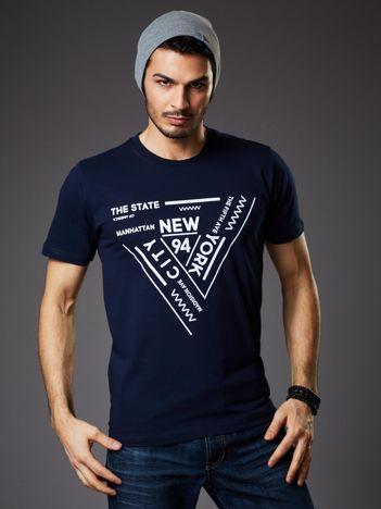T-shirt męski granatowy z geometrycznym nadrukiem