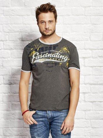 T-shirt męski z motywem urban print ciemnoszary
