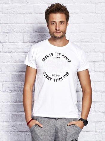 T-shirt męski ze sportowym printem biały
