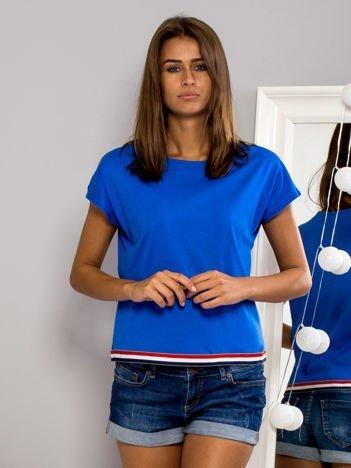 T-shirt z kolorową lamówką niebieski