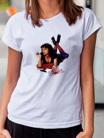 T-shirt z nadrukiem kobiety w szpilkach biały