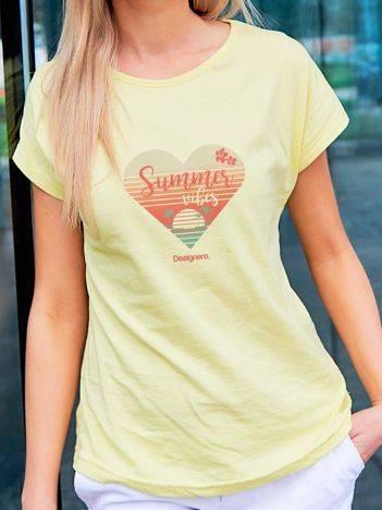 T-shirt z plażowym nadrukiem żółty