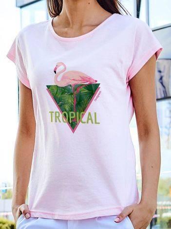 T-shirt z tropikalnym nadrukiem jasnoróżowy