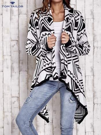 TOM TAILOR Biały asymetryczny sweter w graficzne wzory