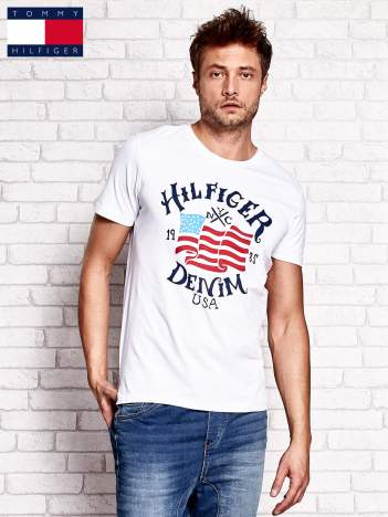 TOMMY HILFIGER Biały t-shirt męski z nadrukiem flagi