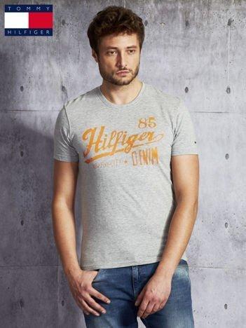 TOMMY HILFIGER Szary t-shirt męski z pomarańczowym nadrukiem