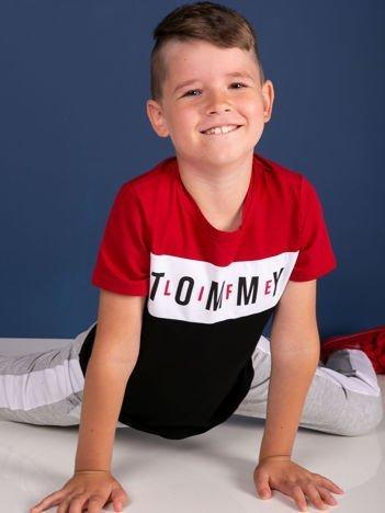 TOMMY LIFE Czerwono-czarny t-shirt chłopięcy