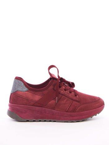 Wiśniowe buty sportowe z brokatową wstawką na tyle cholewki