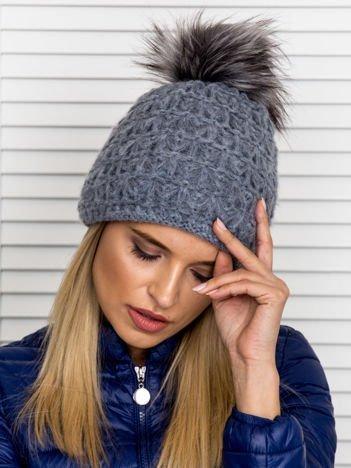 Włóczkowa czapka z pomponem i dodatkiem wełny ciemnoszara